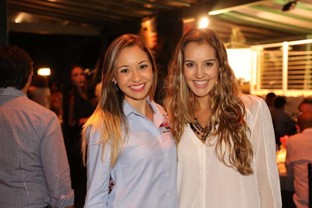 Talita Garcia, com a apresentadora Laura Kalinauskas, da TV Senepol, a quem falou sobre a história da Bela Vista Senepol.